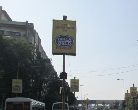 birla-gold-pole-kiosk-ad